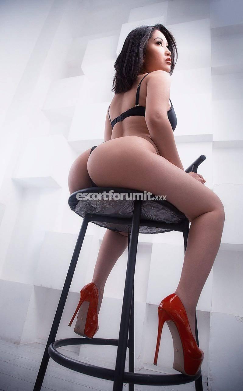 Dina Hot