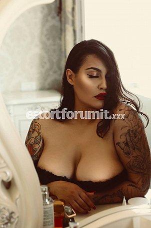 Annabella curvy Bari  escort girl