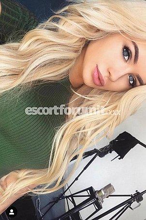 Evelyn Bari  escort girl