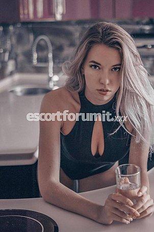 Karolina Bari  escort girl
